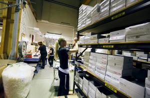 Fyllda lager. Serien säljer som smör och lagret fylls regelbundet. Lisa Lindgren och Jenny Lindberg har bråda dagar.