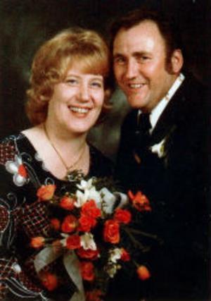 Birgitta och Lars Sundberg, Viskan, firar pärlbröllop. De vigdes den 19 oktober 1975 i Stöde kyrka av kyrkoherde Hilding Öhman.