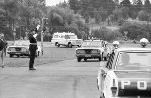 Inför högeromläggningen 1967 fick polisen göra mycket av det här: öva höger.