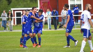 Emil Zoltek firar med laget efter att ha kvitterat mot IFK Västerås.