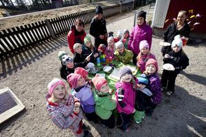 Tårtkalas var det i går på Daggmaskens förskola i Hille. Förskolan är just nu den enda i Gävle med miljöutmärkelsen Grön flagg.