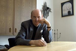 Bengt Gustavsson driver begravningsbyråer i Köping och Västerås, och fyller 50 år den 23 oktober.