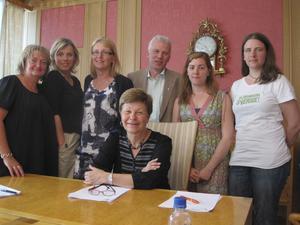 Ju mer vi är tillsammans. De båda politiska blocken i Västerås var nöjdaefter att ha enats om hela nästa års budget.