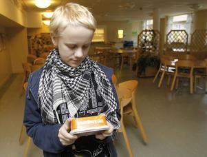 Anton Stark är missnöjd med att skolan serverar lättmargarin.– Den innehåller alldeles för många tillsatser, kroppen mår inte bra av det.