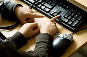 Extra hjälp. Alla barn har olika förutsättningar och en del kan behöva till exempel en dator för att få undervisning likvärdig den som andra barn får.foto: scanpix