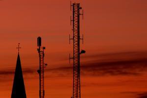 Solnedgång i Norberg sedd från mitt badrumsfönster med kyrktornet och två andra...torn?
