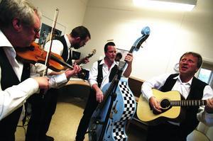 Ur-country. Sandy Boys medlemmar kommer från Säter, Vikmanshyttan, Stora Skedvi och Falun. Hans-Erik Nyström, Martin Lindgren, Dan Norberg och Sten-Olof Andersson har slipat på repertoaren sedan i januari. I sommar börjar de spela offentligt.