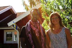 Hidik Bashir med sin gode man Maria Deldén. Hidik trivs bra på Vitalia, men säger att Fränsta är lite litet.