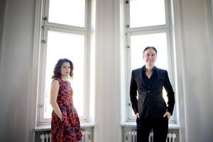 Alexander Ahndoril och Alexandra Coelho Ahndoril skriver spänningsromaner som Lars Kepler. Nu är de aktuella med thrillern