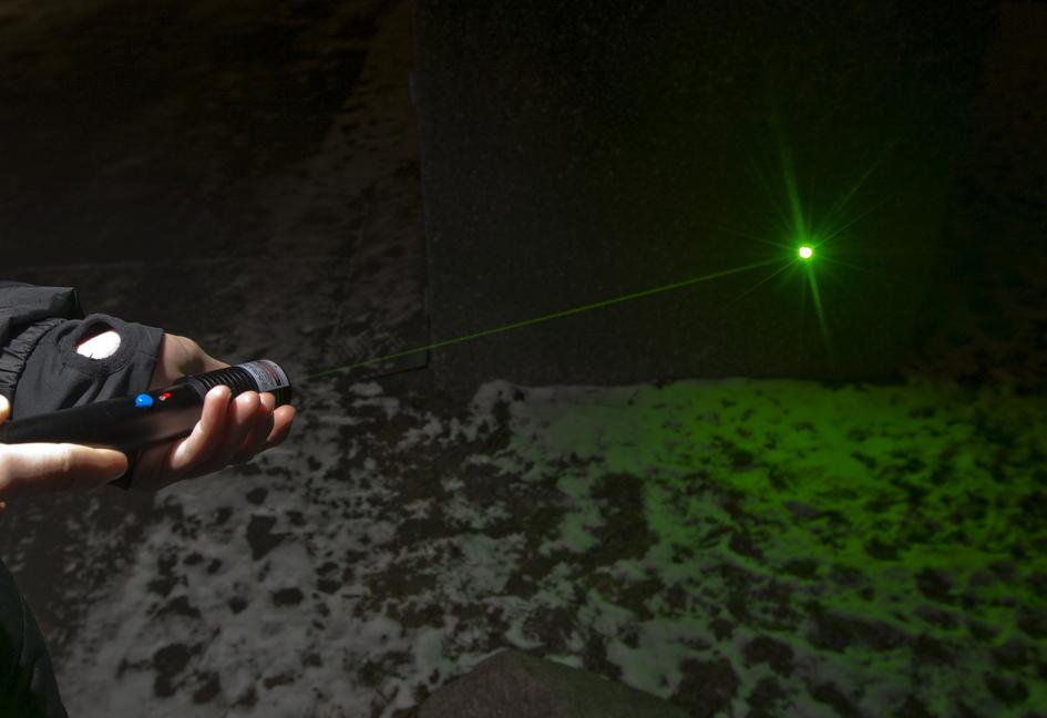 grön laser straff