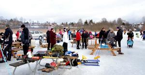 Brunnsjön vintertid är ett populärt besöksmål för promenad, skridskor, skidor, fyrhjuling, pulka och spark.