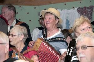 Rose-Marie Elverstig (i hatt) tillhörde dem som drog upp stämningen i allspelet.