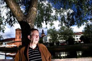 """Oroad. Rolf Tigerström, före detta ordförande i Korsnäs IF Fotboll, ser ingen ljusning när det gäller rekryteringen av styrelsemedlemmar inom idrotten. """"I dagens samhälle är det jaget som styr och få är villiga att arbeta ideellt"""", konstaterar han. Foto:Lars Dafgård"""