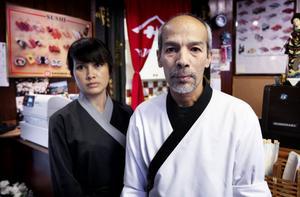 Maria Useng och Salehi Ahma på Sushi Bar Kyoto vill gärna sänka priserna, men menar att höjda råvarupriser gör att det inte är möjligt.