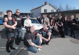 Många av medlemmarna i Old Iron Cruisers Hälsingland samlades på påskafton i Alfta för en inofficiell invigning av sin lokal där.