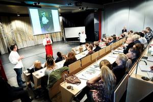 Undervisning i Gastronomiska Teatern. Satsningarna i Grythyttan på måltid har visat sig vara framgångsrika för bygden med Restauranghögskolan och Måltidens hus i centrum.