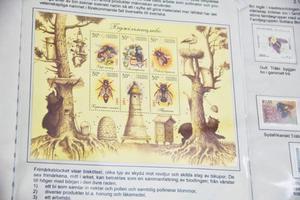 Lite vad som helst finns avbildat på frimärken. Det kan vara sport eller som här bin.