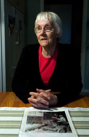 – Man blev ju retig i halsen av fluoriden, men att jag hostar nu kan lika gärna bero på rökningen, säger Helga Östman som arbetade på Kubal i 24 år utan en enda sjukdag.