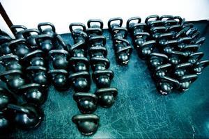 Kettlebells, ryska träningskulor med handtag, är en del av den obligatoriska träningsutrustningen för en Crossfitutövare.