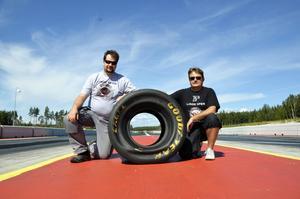 Bråda dagar. För Mikael Blomberg och Håkan Molin från SHRA pågår förberedelserna för fullt inför helgens Linde Open.