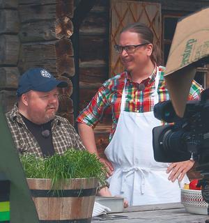 För två år sedan jobbade Kalle Moraeus och Fredric Andersson tillsammans i tv-programmet