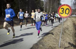 Löpare under fjolårets upplaga av påsksmällen i Enhörna.