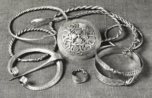 Ett litet urval av de vikingasmycken som hittats.