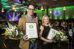 Madeleine Sundqvist och Mathias Nässbjer tog emot sina priser inför 600 kolleger.