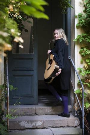 """LIVESKIVA. Ane Brun är med nya liveskivan """"Live at Stockholm Concert Hall"""" och turné  i Skandinavien under hösten."""