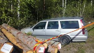 Den försvunne 43-åringen kraschade med företagets bil och är sedan dess borta – senast sågs han endast iklädd kalsonger. Polisen efterlyser nu den förvirrade mannen.