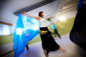 """Åsa Eggesjö har längtat efter att börja dansa orientalisk dans igen och tänker njuta av varje sekund.""""Egentligen har jag bara gått och väntat på att barnen ska bli större. Det är så vansinnigt roligt"""", säger hon."""