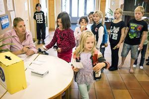 Klass 2 på Svenstaviks skola hade tre partier att välja mellan när det på fredagen var dags för skolval.