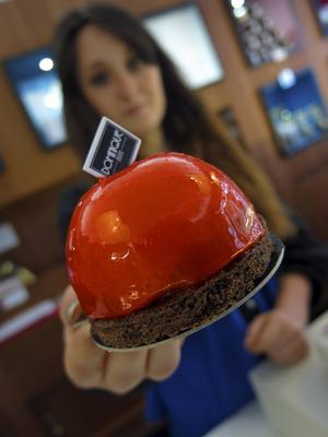 Hos konditorn och chokladtillverkaren på La patisserie chocolateri Dominique, som startade 1888, kan man förutom att köpa en massa godsaker också gå kurser i chokladpralintillverkning.   Foto: Johan Öberg
