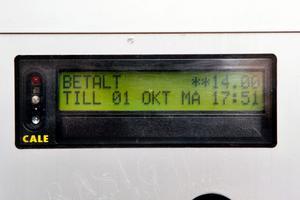 Efter 14 kronor visar automaten 17.51. Om ytterligare en krona ska tiden slå om till efterföljande datum...