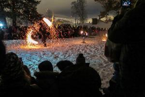 Vid 21.15-tiden uppträdde Eldgruppen från Cirkus Kul och Bus på Tingskullen.