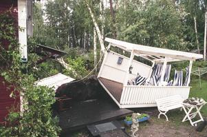 Trombens krafter lyfte och flyttade en hel veranda hos Astrid Hellström.
