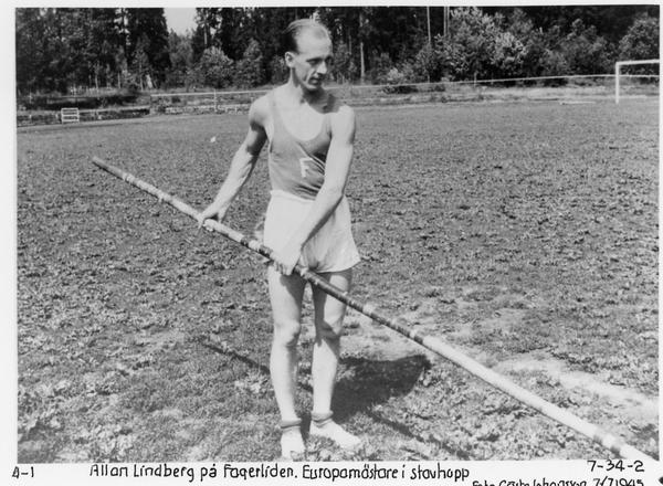 Träning. Allan Lindberg på Fagerliden 1945. Foto: Fagersta idrottshistoriska förening (FIF)