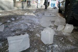 Is lossnar från taket.