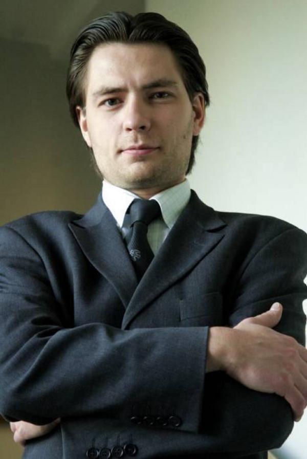 Ersättare. Duktiga dirigenten Mikhail Tatarnikov.