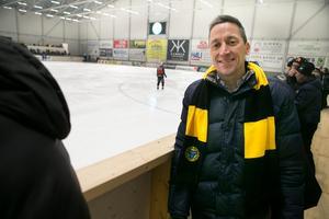 VD Petri Berg var glad över att få se en hemmavinst i nya Helsingehus arena.