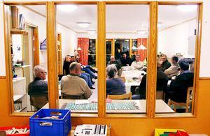 Elva personer lyssnade på kommunens representanter på ett informationsmöte om Bromsängssituationen.