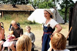 Britta Zetterström Geschwind är storbonde i byn. Här berättar hon om hur det är att leva som en viking.