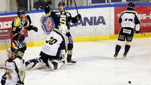 Anton Holm gjorde tre mål på Visby/Roma-målvakten Sammy Gustafsson.