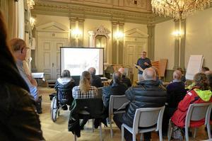 Anders Håberg, tf stadsarkitekt, berättade om torgets historia. Medborgardialogen sker även den 7 maj.
