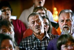 Ofta är det svårast att rekrytera män till körsång och för en del små körer blir det helt nytt att sjunga tillsammans med basstämmor.