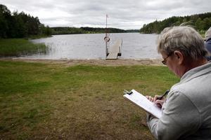 Eva Jäderström från Växa i Norrbo vid Inganbadet i Näsviken.