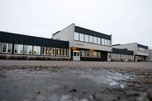 Stängd. Nya Nynässkolan lades ner i höstas. Men fortfarande kostar skolan 3 miljoner kronor i hyra om året.