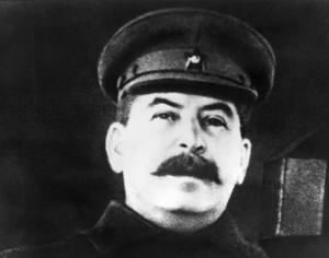 Josef Stalin, Sovjetunionens diktator. Han chockades av det tyska överfallet i juni 1941, men hämtade sig snart och ledde landet till seger fyra år senare. Priset för segern blev dock oerhört högt.    Foto: APN/TT
