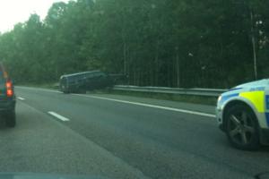 Olycka på E18 precis innan Vallbymotet.