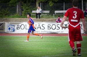 Dido Hussein firar efter att ha punkterat matchen med sitt 3–0-mål.